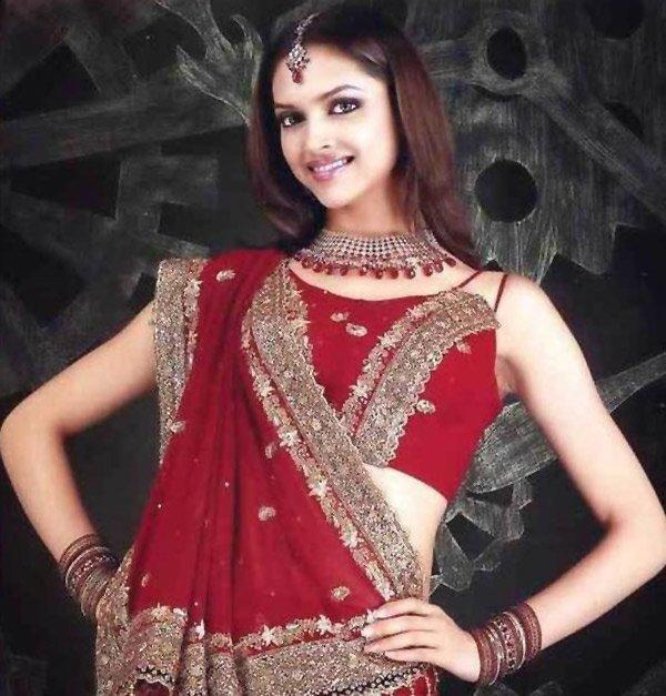 Deepika Padukone Looking Very Beautiful In Red Saree