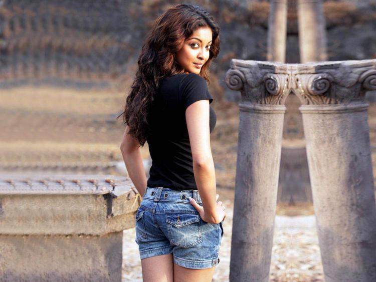 Tanushree Dutta Blue Jeans Necker Stunning Pic