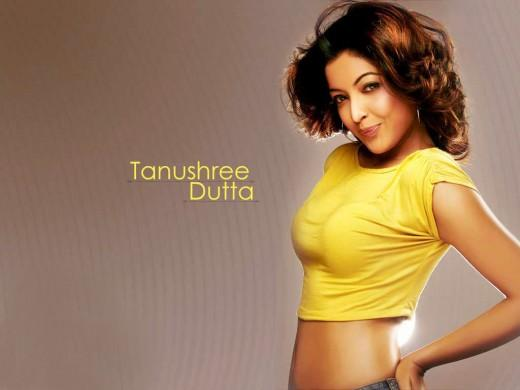 Tanushree Dutta Cute Lips Pose Wallpaper
