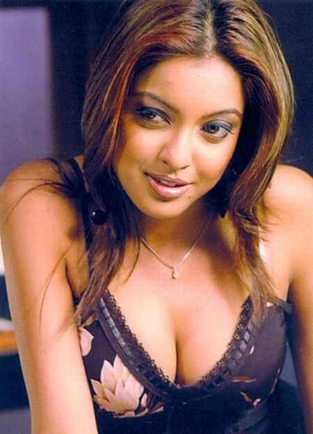 Tanushree Dutta Sexy Cleavages Hot Pic