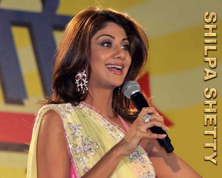 Shilpa Shetty Cute Look In Yellow Saree