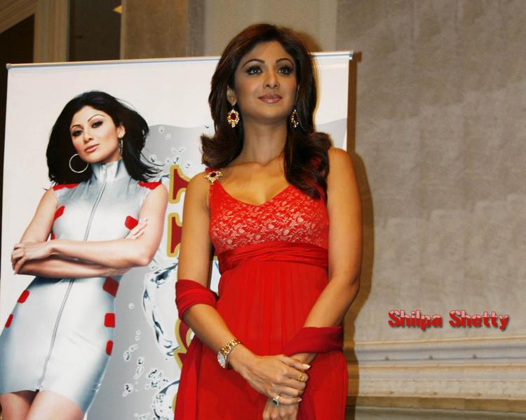 Shilpa Shetty Red Dress Sizzling Wallpaper