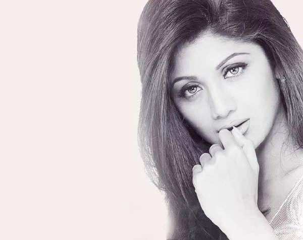 Shilpa Shetty Romancing Face Look Wallpaper