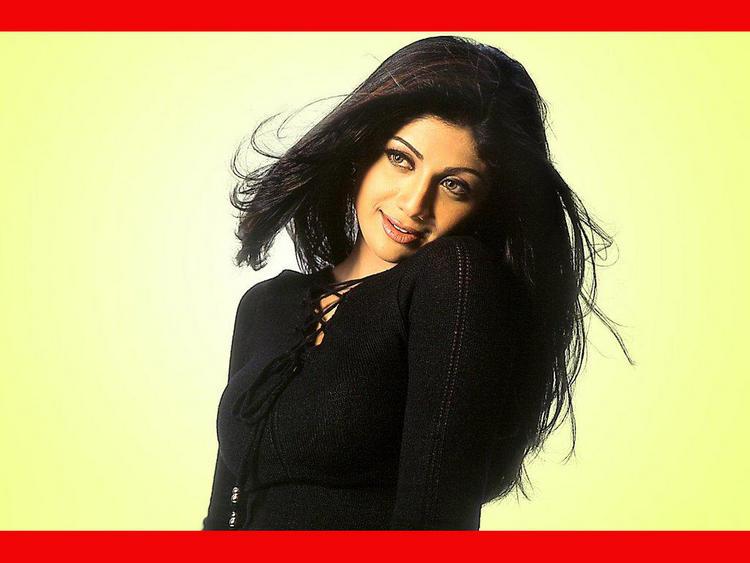 Shilpa Shetty Romantic Look Wallpaper