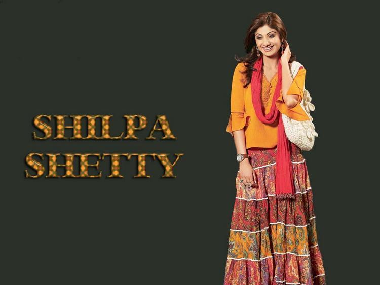 Shilpa Shetty Sizzling Wallpaper In Long Skirt