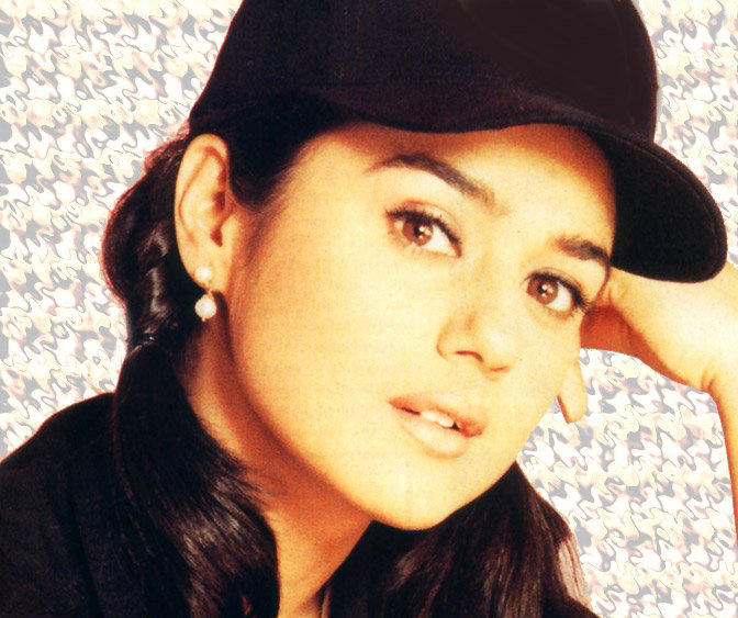 Preity Zinta Hot Sizzling Look Wallpaper