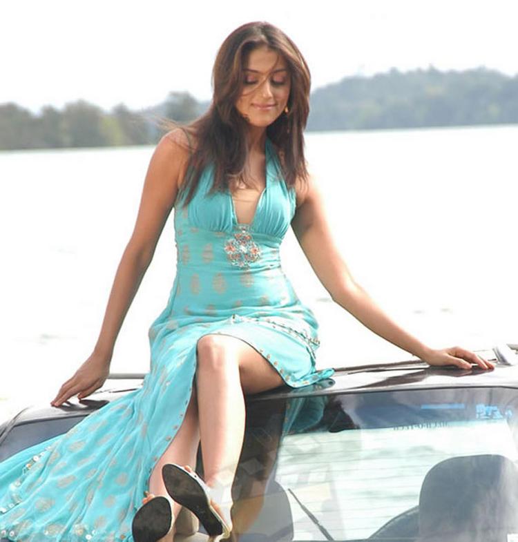 Aarti Chhabria Glossy Legs Stunning Pic