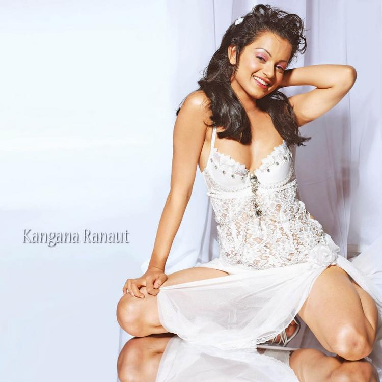 Kangana Ranaut Attractive Pose Wallpaper