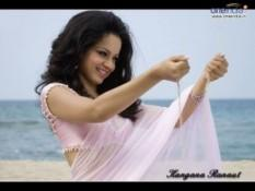 Kangana Ranaut Pink Saree Cute Photo On The Beach