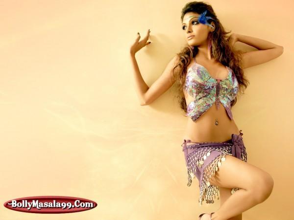 Mona Chopra Hot Navel Exposing Wallpaper