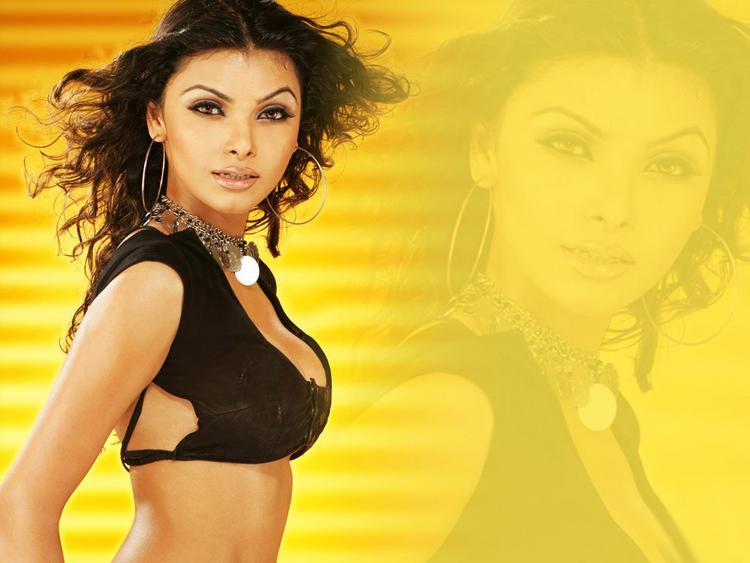 Mona Chopra Latest Sexiest Wallpaper