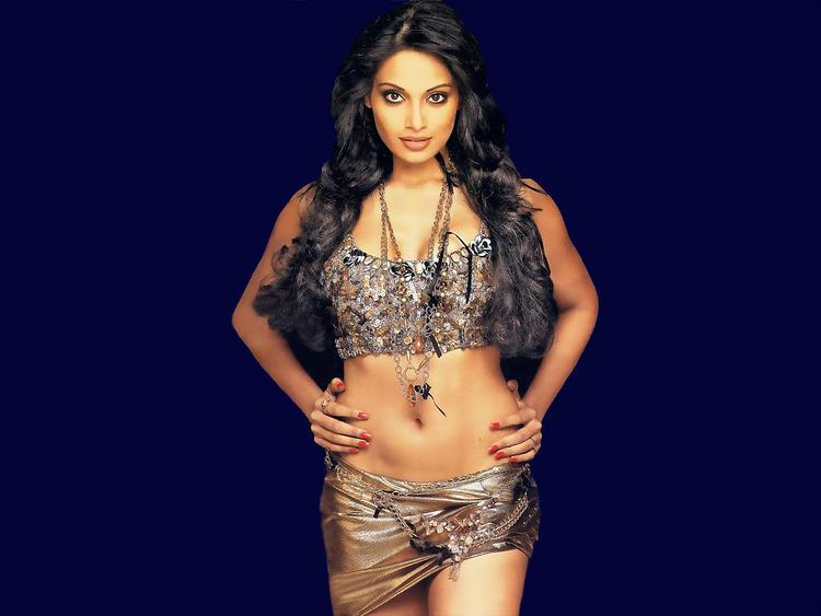 Bipasha Basu Wet Outfit Still