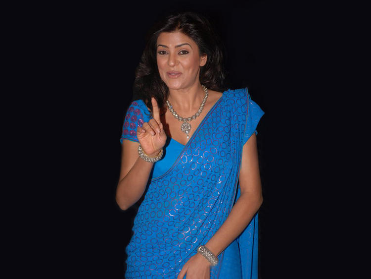 Sushmita Sen Cute Pose In Saree