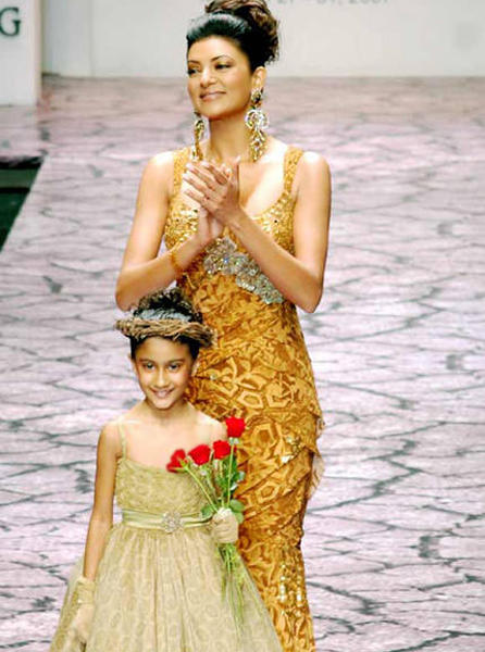 Sushmita Sen Ramp Walk Still With Kids