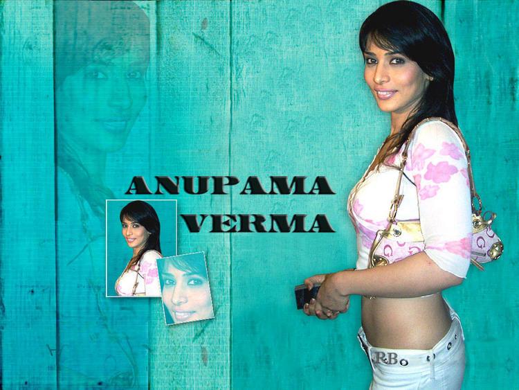 Anupama Verma Smiling Look Wallpaper