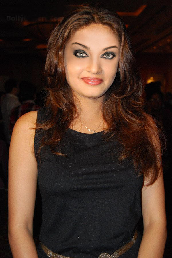 Sneha Ullal Awesome Beauty Face Still