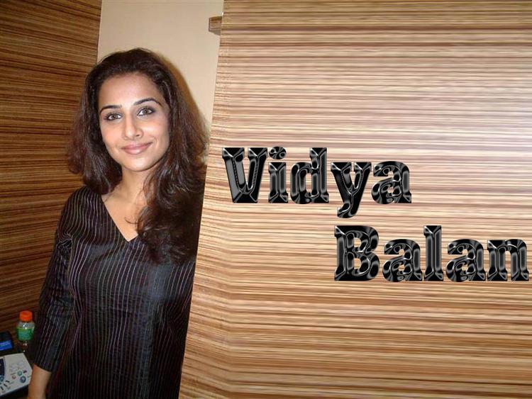 Vidya Balan Simple Look Wallpaper