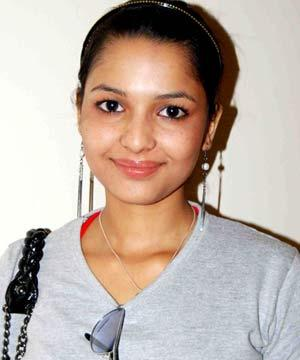 Chitrashi Rawat Cute Smiling Face Photo