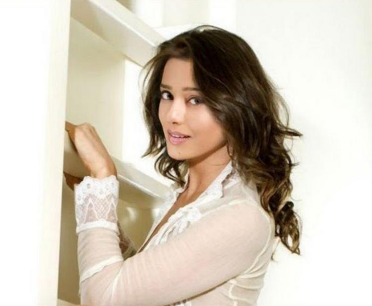 Cute Amrita Rao Sizzling Wallapper