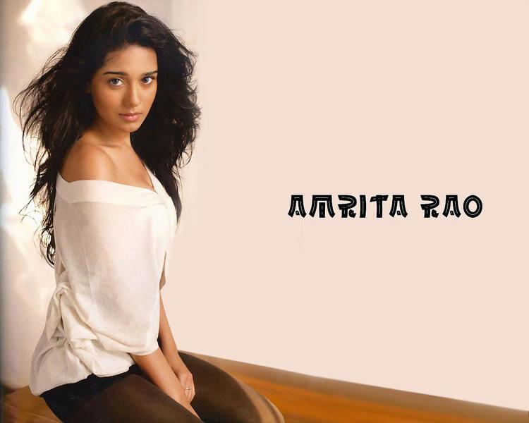 Hot Actress Amrita Rao Wallpaper