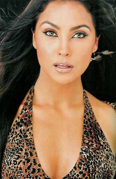 Lara Dutta Latest Sexiest Wallpaper