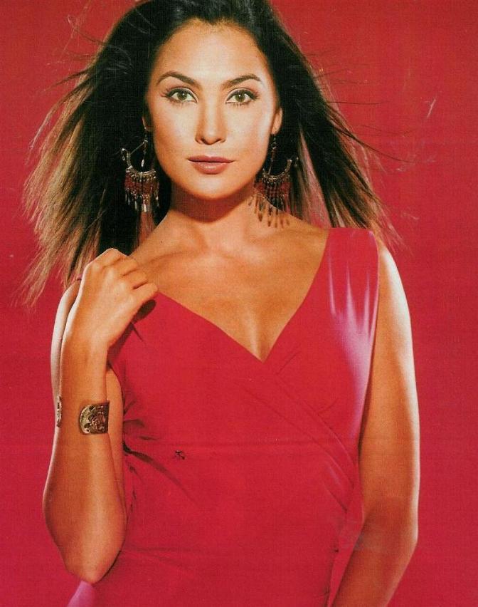 Lara Dutta Red Dress Dazzling Wallpaper