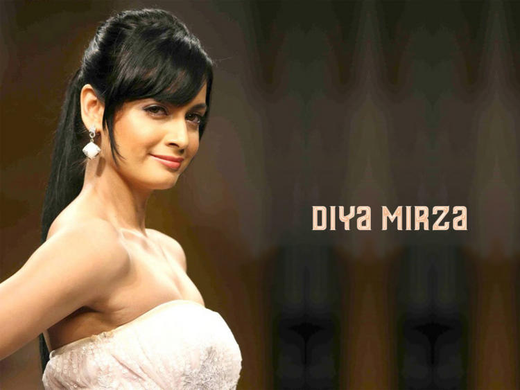 Diya Mirza Strapless Dress Beautiful Wallpaper