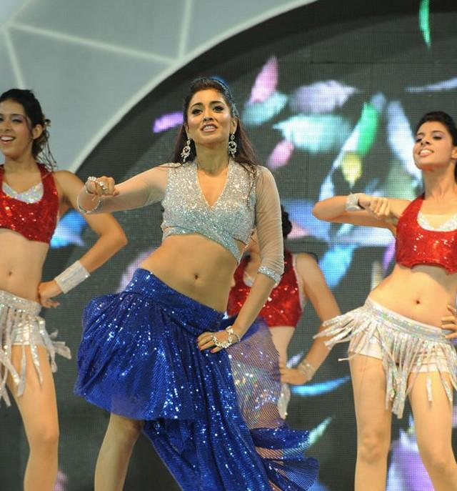 Shriya Saran Dancing Still at CCL