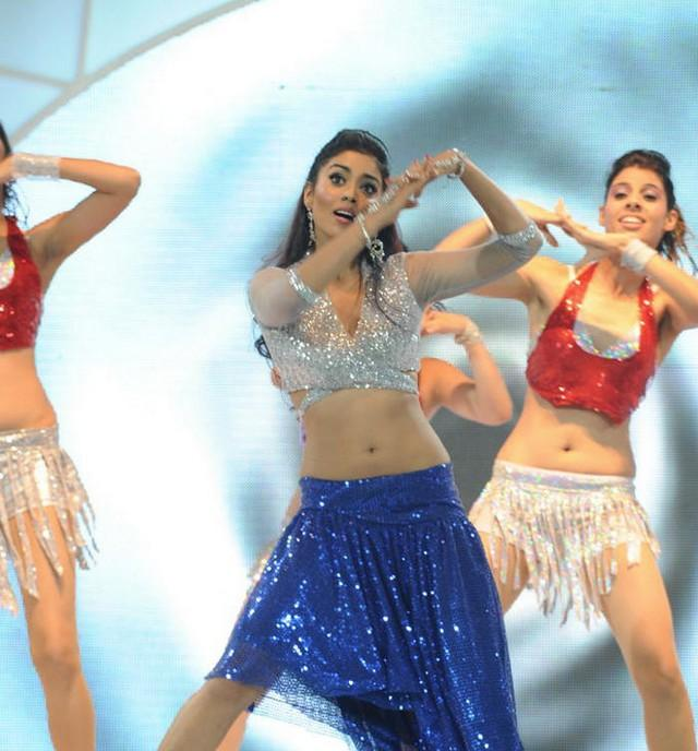Shriya Saran Hot Navel Show at CCL