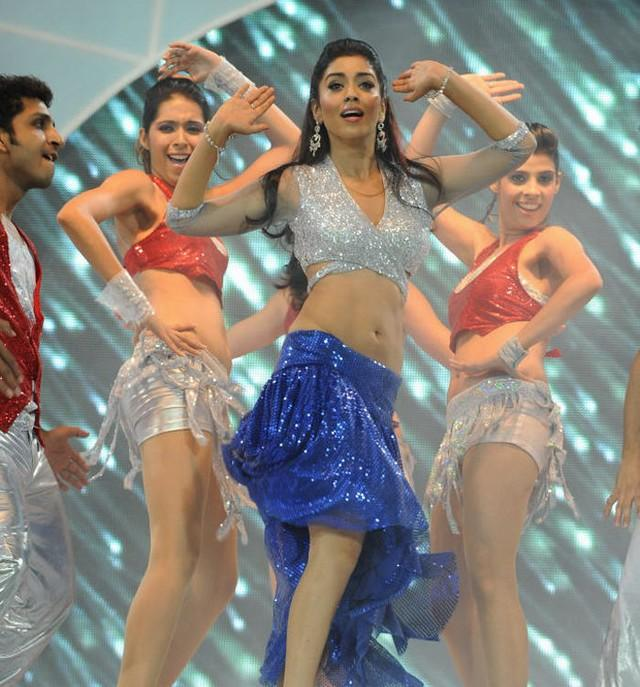 Shriya Saran Performance at CCL