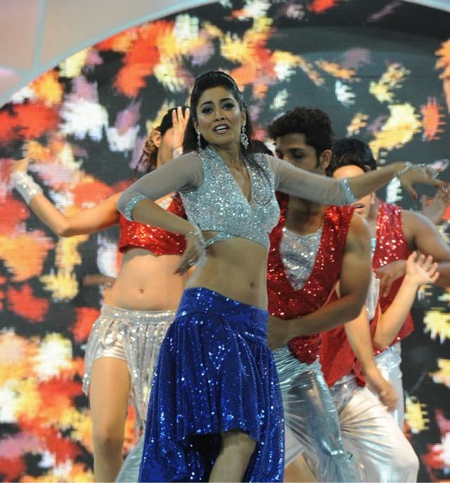 Shriya Saran Rock Performance at CCL