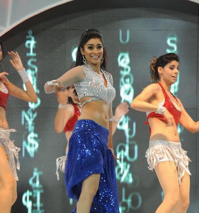 Shriya Saran Sext Performance at CCL