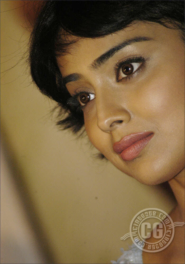 Shriya Saran Sexy Face Still
