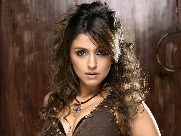 Aarti Chhabria Curly Hair Hot Still