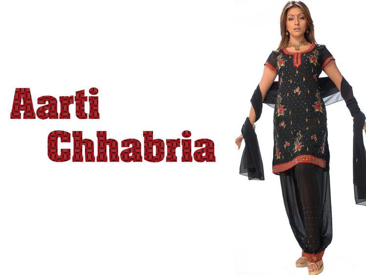 Aarti Chhabria Wallpaper In Salwar Kameez