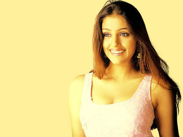 Smiling Beauty Aarti Chhabria Wallpaper