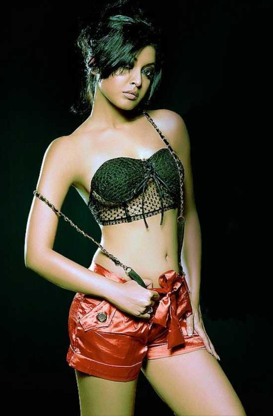 Hot Tanushree Dutta Outfit Still