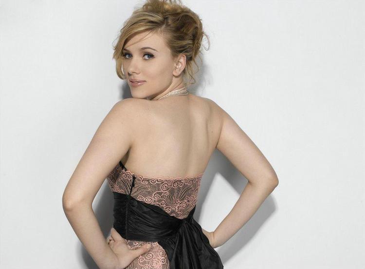 Scarlett Johansson Sexy Back Exposing Still