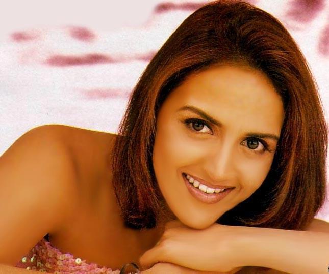 Esha Deol Dazzling Face Look Wallpaper