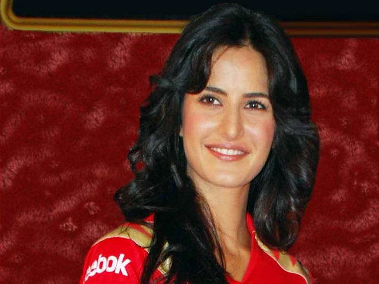 Katrina Kaif Hot Smiling PIcs
