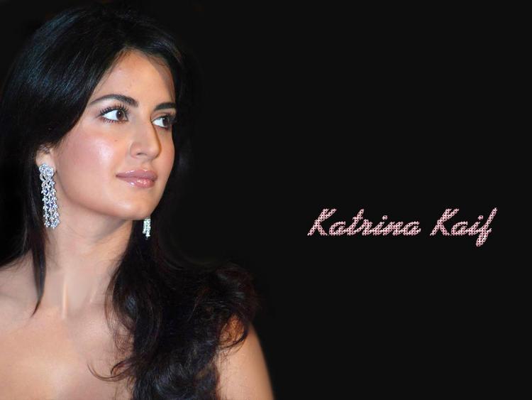Katrina Kaif Sizzling Face Look Wallpaper