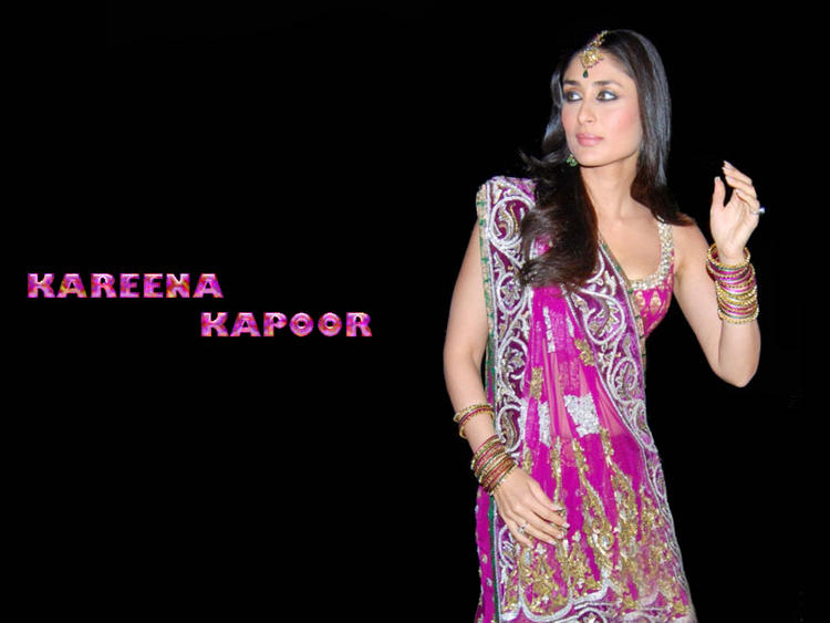 Kareena Kapoor Sexy In Saree Wallpaper