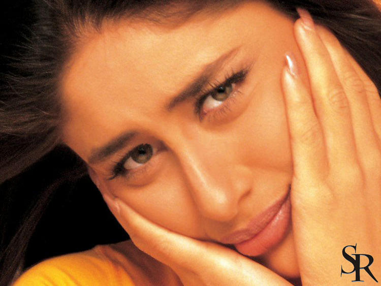 Kareena Kapoor Stunning Face Look Wallpaper