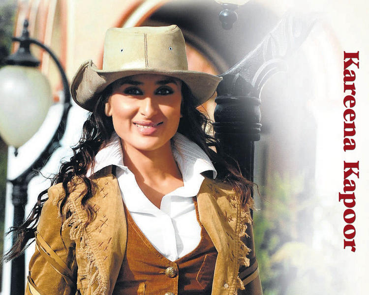 Kareena Kapoor Wearing Hat Wallpaper