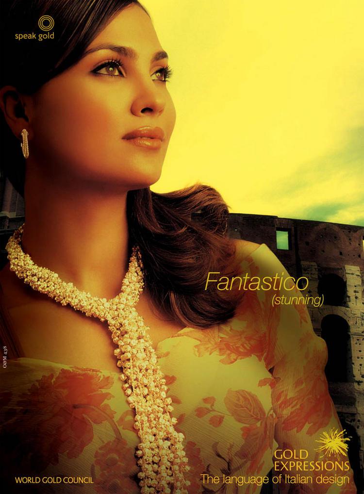 Lara Dutta Attractive Look Wallpaper