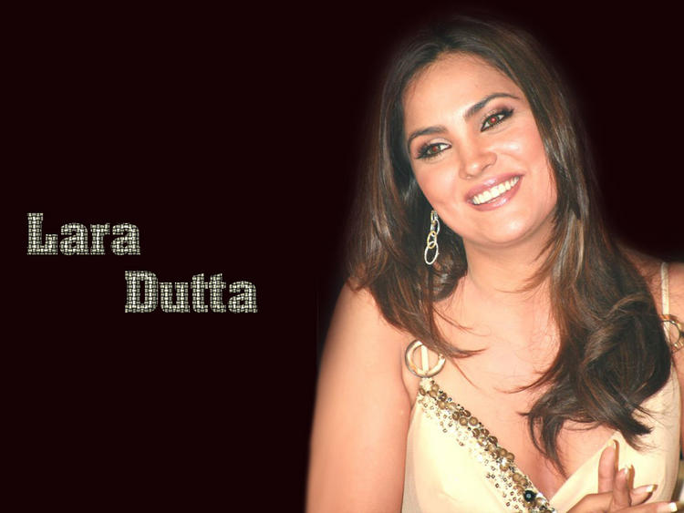 Lara Dutta Cute Smiling Wallpaper