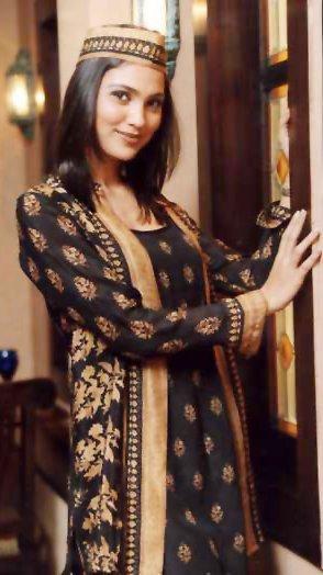 Lara Dutta Glamour Look Wallpaper