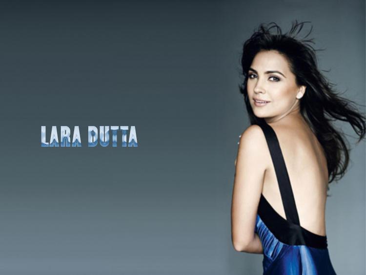 Lara Dutta Milky Bare Back Show Wallpaper