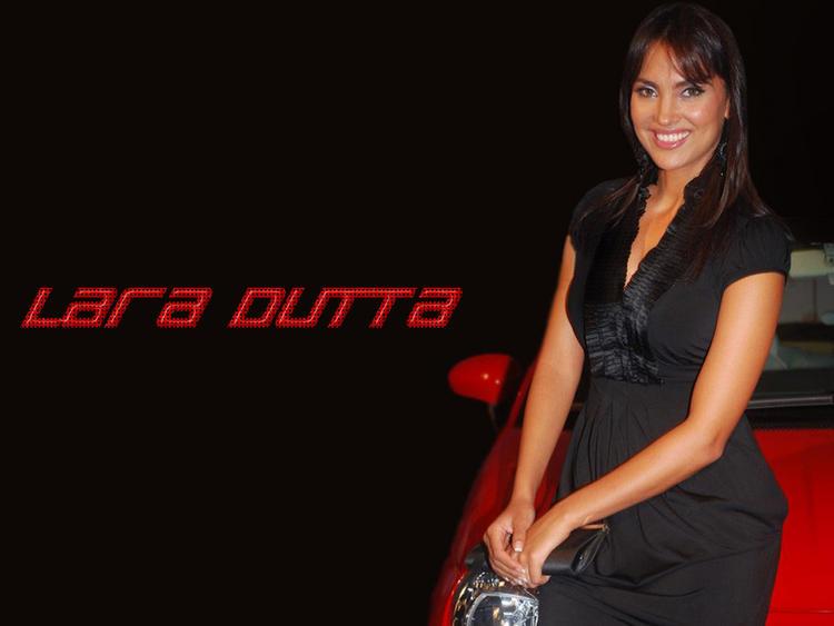 Lara Dutta Smiling Wallpaper