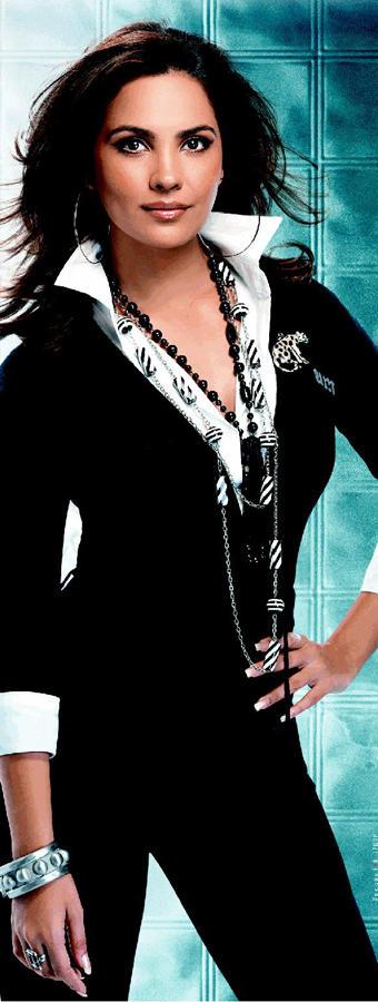 Lara Dutta Wearing Black Blazer Wallpaper